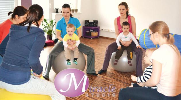 Fotka zľavy: Cvičenie pre mamičky s deťmi v Miracle štúdiu. 4 lekcie len za 12€. Cvičenie pre mamičky s deťmi, Hráme sa na zvieratká a Baby gymnastika. Zoznámte deti so športom hravou formou!