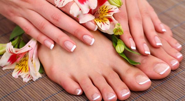 Fotka zľavy: Predveďte sa v sandálkach s krásnymi nechtami! Využite bohaté pedikérske služby s ošetrením, úpravou a regeneráciou nechtov na nohách už od 7,20€.