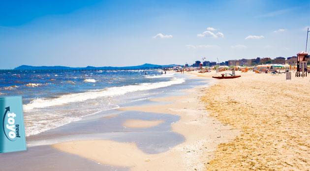 Fotka zľavy: Zažite predĺžený víkend pri mori v talianskom Rimini plný oddychu len za 159€ vrátane dopravy, ubytovania, raňajok a služieb sprievodcu. Slnkom zaliata piesočná pláž a priezračne čisté more.