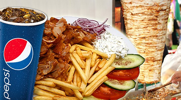 Fotka zľavy: Chutný kebab tanier s hranolkami len za 2,99€ si určite zamilujete. Kuracie mäsko, hranolky, zelenina, dresing, chilli a plechovka Pepsi Coly či Mirindy, to všetko na vás čaká v MK Kebabe.