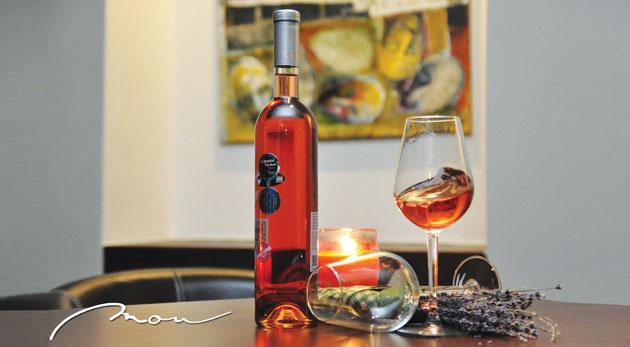 Fotka zľavy: Príďte si vychutnať pohár vínka v centre Bratislavy len za 1,11€. Jedinečná atmosféra veľkomesta pri pohári nápoja kráľov a intelektuálov!