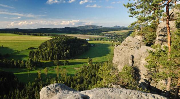 Fotka zľavy: Nezabudnuteľný pobyt pre dvoch už od 74€ v Hoteli Praha*** v Broumove - v Adršpachu v severovýchodných Čechách. Chutná polpenzia, nádherné skalné mestá, Babičkine údolie a výlety čo stoja za to!