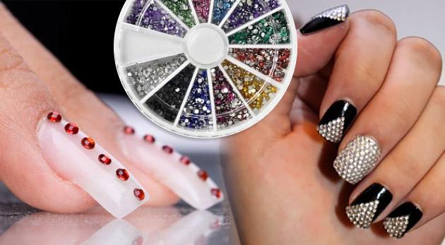 Fotka zľavy: Urobte si z vlastných nechtov šperk! Farebné lesklé zdobiace kamienky v 12-tich farbách dodajú šmrnc a originalitu vašim nechtom len za 3,40€. Pri objednaní 3 ks dostanete 1 ks zadarmo!