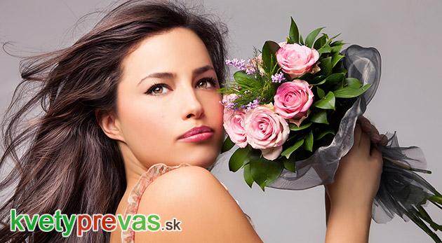 Fotka zľavy: Prekrásna profesionálne naaranžovaná kytica kvetov chytí každého za srdce. Darujte ju aj vy! Vyberte si až zo 7 druhov už od 8,49€. Dajte svojim blízkym pocítiť, že vám na nich záleží!