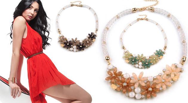 Fotka zľavy: Jedinečné korálikové náhrdelníky s kvetmi za 6,49€ v zelenej, šedo - béžovej alebo svetlo lososovej farbe dokážu pozmeniť celkový dojem z outfitu a hlavne rozžiariť tvár ženy!