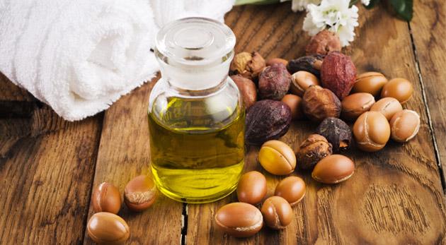 Fotka zľavy: Čistý 100%-ný arganový olej len za 11,90€! Jedinečný prírodný produkt s blahodarnými a skrášľujúcimi účinkami na pokožku, pleť, vlasy i nechty. Využite 59% zľavu na zlatý zázrak z Maroka!