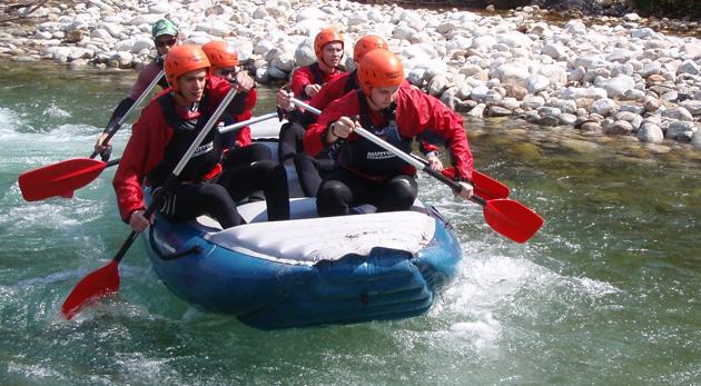 Fotka zľavy: Pasujte sa 2 hodiny s vodným živlom a raftujte na najkrajšom splave Slovenska - na rieke Belá! Adrenalínová jazda so skúseným inštruktorom len za 25,90€. V cene i zapožičanie výstroja a foto a video.