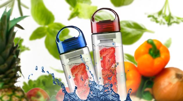 Fotka zľavy: Nápoj z ovocia, zeleniny či byliniek môžete mať veľmi jednoducho vďaka unikátnej a dizajnovej fľaši na vodu len za 7,90 €! Na výber v dvoch farbách.