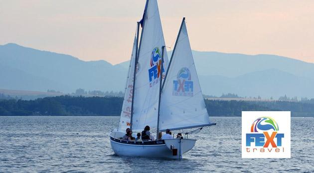 Fotka zľavy: Nezabudnuteľná hodinová plavba po nádhernej Liptovskej Mare na najväčšej vyhliadkovej plachetnici na Slovensku už od 9,99 €. Vychutnajte si jedinečný zážitok na vlnách slovenského mora!