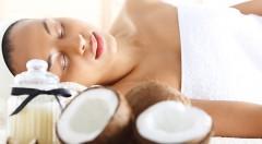 Zľava 54%: Uvoľňujúca a výživná masáž s kokosovým olejom v trvaní 30 minút iba za 6,50 € v centre Bratislavy. Doprajte si reštart pre telo i myseľ a pocíťte skvelé účinky tohto prírodného zázraku!