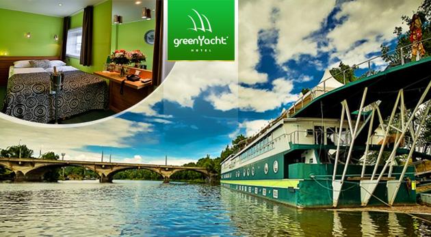 Fotka zľavy: Oddychové 3 dni v magickej Prahe na vlnách Vltavy - ubytovanie v luxusnom boteli GreenYacht**** v Romantickej kajute už od 49,90 € vrátane raňajok. Možnosť pobytu s večerou a plavbou do centra mesta!