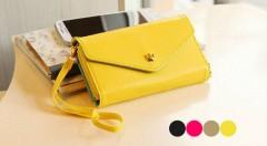 Zľava 40%: Majte potrebné veci vždy po ruke vďaka praktickej minikabelke, peňaženke a puzdru na mobil v jednom len za 6,99 €. Elegantný dizajn a štyri farebné variácie podčiarknu každý váš letný outfit.