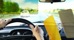 Zľava 53%: Nočná a denná clona do auta s jednoduchým pripevnením iba za 13,99 € pre pohodlnú a bezpečnú jazdu pri silnom slnku, hmle či daždi.