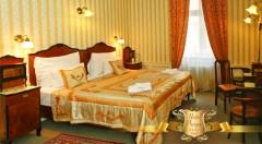 Zľava 46%: Spoznajte všetky krásy Prahy a ubytujte sa v luxusnom historickom Hoteli PRAGA 1885**** už od 53,90 € pre dvoch. Variant aj s romantickou večerou alebo plavbou po Vltave s chutným obedom či večerou.