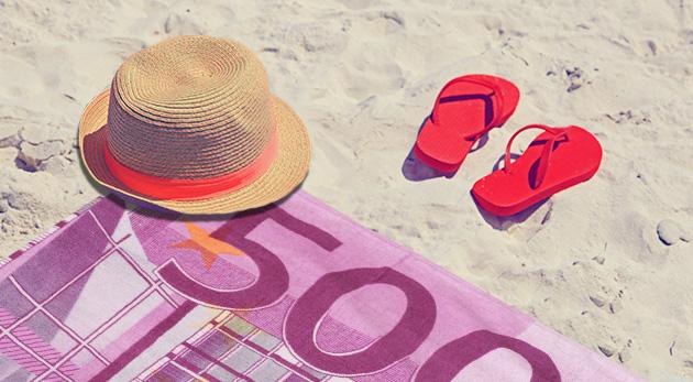 Fotka zľavy: Zaujmite na pláži s vtipnými osuškami s motívom eurobankovky či dolára len za 4,99 €. Na výber 4 druhy, vďaka ktorým vás pri mori či na kúpalisku bude vidieť!