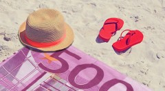 Zľava 50%: Zaujmite na pláži s vtipnými osuškami s motívom eurobankovky či dolára len za 4,99 €. Na výber 4 druhy, vďaka ktorým vás pri mori či na kúpalisku bude vidieť!