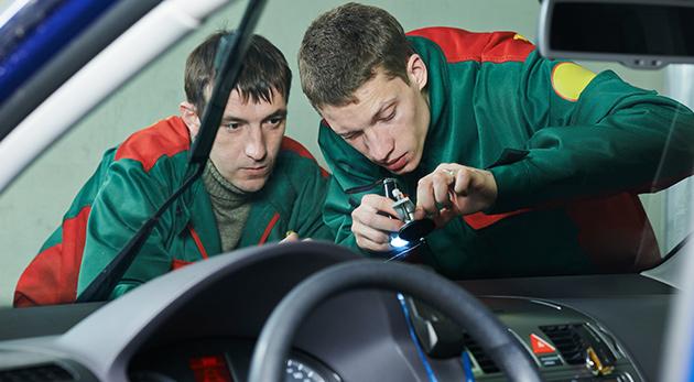 Fotka zľavy: Nejazdite s poškodeným čelným sklom na vašom plechovom miláčikovi - nechajte si ho odborne opraviť len za 9,90 € v autoservise v bratislavskej Petržalke.