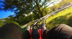 Zľava 51%: Zažite adrenalín na najstrmšej letnej bobovej dráhe na Slovensku vo FUN PARK Žiarce v krásnom prostredí Demänovskej doliny - 4 jazdy len za 7,90 €. Skvelý tip na rodinný výlet!