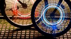 Zľava 50%: LED svetlá na kolesá bicykla alebo motorky - 2 kusy v balení len za 3,99 €. Originálny doplnok, ktorý zvýši vašu viditeľnosť a bezpečie!