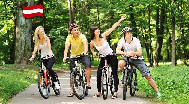 Fotka zľavy: Dajte si reset po práci a vyberte sa na cyklotúru Wein Tour krajinou Dolného Rakúska len za 9,99 € so sprievodcom a s odvozom na začiatok cyklotrasy. Skvelé poobedie na bicykli a v krásnej prírode!