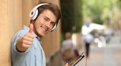 Zľava 54%: Majte štýl aj pri počúvaní hudby s dizajnovými slúchadlami v bielej alebo čiernej farbe len za 6,90 €. Kompatibilné s iPhone, iPad, počítačom i tabletom.