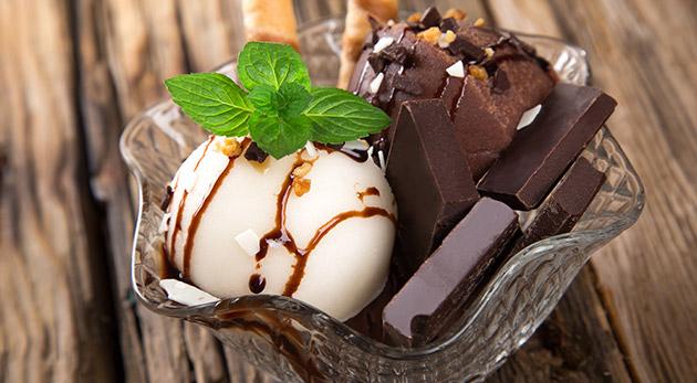 Fotka zľavy: Letné maškrtenie v Čokoládovni na Vajnorskej - 2x ACAI Frozen jogurt alebo 2x pravá belgická čokoláda len za 3,50 €.