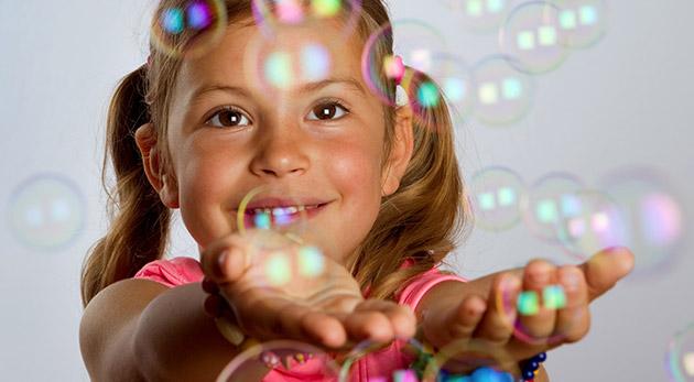 Fotka zľavy: Letná zábava zaručená - dotykové bubliny len za 3,60 € vás budú baviť. Bubliny totiž neprasknú a možno ich prenášať a aj stláčať.