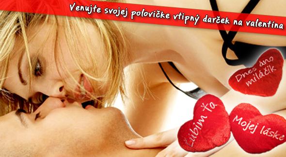Fotka zľavy: Valentínsky plyšový vankúšik len za 6,90€ vrátane poštovného.  Potešte svoju polovičku originálnym a vtipným darčekom na Valentína.